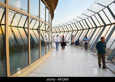 Téhéran, Iran - le 19 mai 2017. Plate-forme d'observation sur le sommet de la tour Milad, à Téhéran. Milad Tower Banque D'Images