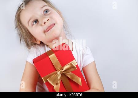 Enfant avec un cadeau