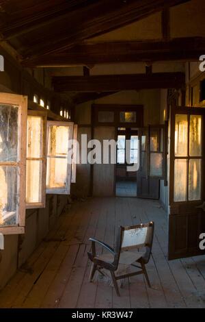 L'intérieur d'Bantony Château abandonné, l'ère coloniale Maharaja palace s'apprête à devenir un musée, à Shimla, Banque D'Images