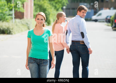 Young Happy Woman Walking On Street Banque D'Images
