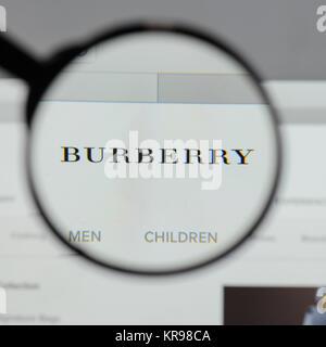 4b3d1b99da site Web d'eBay · Milan, Italie - 10 août 2017 : Burberry logo sur la page  d'accueil