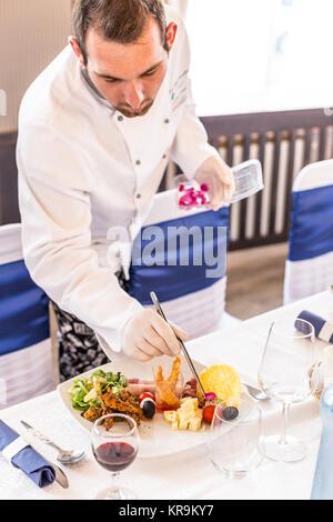 Chef decorating plaque apéritif