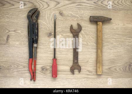 Outils anciens sur fond de bois Banque D'Images