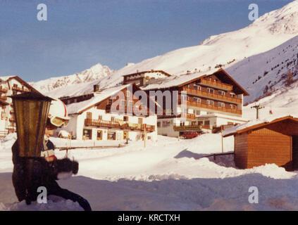 Scène dans le village de Sölden, Autriche. Date: 1976 Banque D'Images