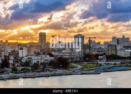 Vue du coucher de soleil au centre de la vieille ville, La Havane, Cuba Banque D'Images