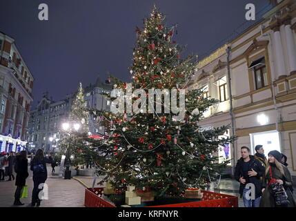 Moscou, Russie. Déc 20, 2017. Une décoration de fête arbre de Noël dans le centre de Moscou. Credit: Artyom Geodakyan/TASS/Alamy Banque D'Images