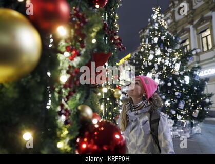 Moscou, Russie. Déc 20, 2017. Décoration de fête d'arbres de Noël au centre de Moscou. Credit: Artyom Geodakyan/TASS/Alamy Banque D'Images