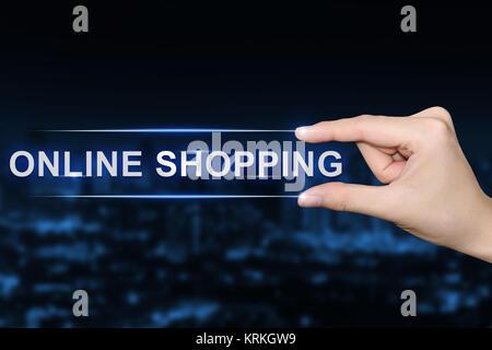 Part en cliquant sur le bouton d'achat en ligne Banque D'Images
