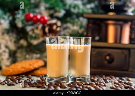 Coups de liqueur à la crème avec les grains de café
