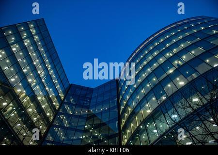 Les employés de l'entreprise dans un immeuble de bureaux à Londres Banque D'Images