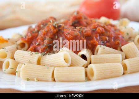 Bon plat de macaroni à la tomate Banque D'Images