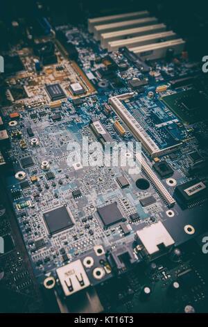 Les composants électriques de la carte mère d'ordinateur