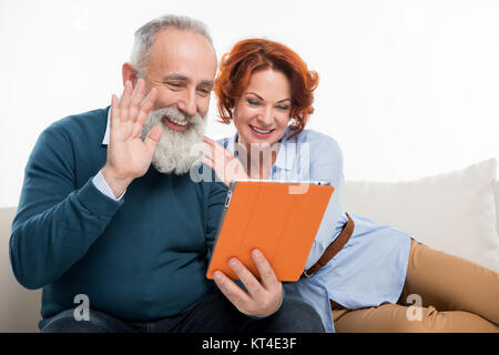 Couple using digital tablet Banque D'Images