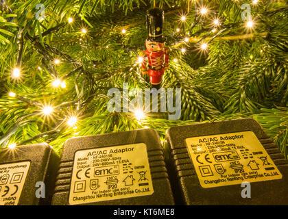 Fée de Noël s'allume indiquant la cote de sécurité IP 20 et d'autres symboles de sécurité Banque D'Images