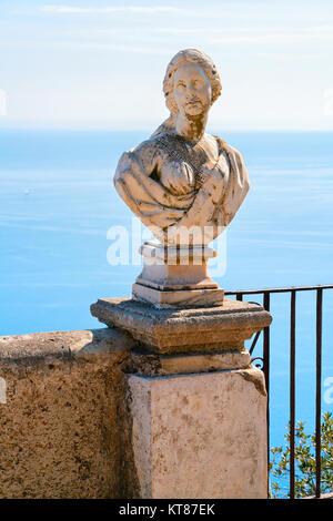 La sculpture à la terrasse dans le village de Ravello, en mer Tyrrhénienne côte d'Amalfi, Italie Banque D'Images