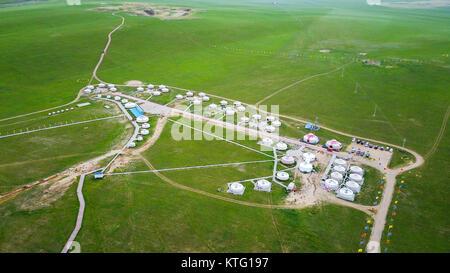 Beijing, Chine. 21 juillet, 2017. Photo aérienne prise le 21 juillet 2017 montre un camping touristique site sur un ranch près de Xilinhot, ville du nord de la Chine, région autonome de Mongolie intérieure. À partir de l'actualité pour la vie de tous les jours, nous pouvons nous voir nous-mêmes différemment à travers la vue spéciale par drones de journalistes de Xinhua. Credit: Lian Zhen/Xinhua/Alamy Live News