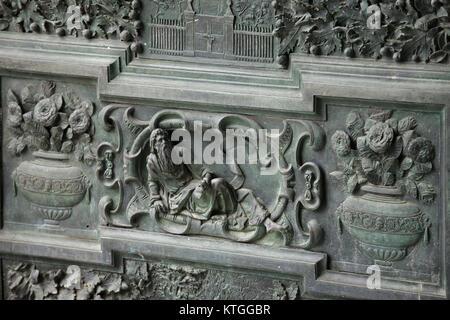 Pisa - décoré d'un détail de la porte de la cathédrale Banque D'Images