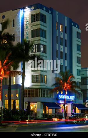L'hôtel Park Central et traces légères, South Beach, Miami Beach, Floride USA Banque D'Images