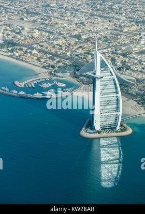 Dubaï, Émirats arabes unis - 25 novembre 2012: Vue de la plage de luxe de Dubaï et de Burj al-Arab à Dubaï, Émirats Banque D'Images