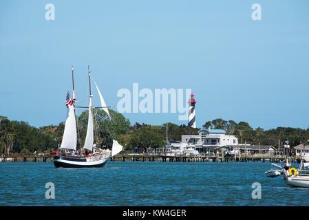 Des bateaux naviguant le long de la rivière Matanzas à St Augustine, en Floride. Banque D'Images