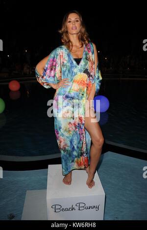 MIAMI BEACH, FL - Juillet 17: Modèle participe à la Semaine de la mode Mercedes-Benz nager 2015 - Célébrer l'ouverture Banque D'Images