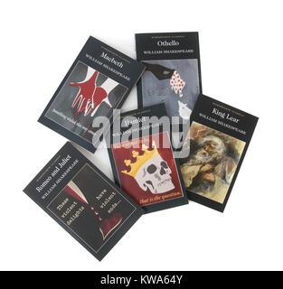 Une collection de livres dont William Shakespeare Hamlet, Othello, Macbeth, Le Roi Lear et Roméo et Juliette Banque D'Images