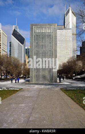 L'arrière de l'une des deux tours d'animation qui composent la fontaine de la Couronne dans le Millennium Park de Chicago. Chicago, Illinois, USA.