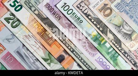 Contexte des billets de différentes devises. Banque D'Images