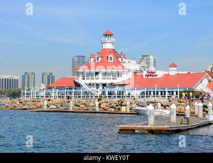 LONG BEACH, CA - le 21 septembre 2012: Parkers Lighthouse Restaurant Shoreline Village de Long Beach en Californie. Banque D'Images