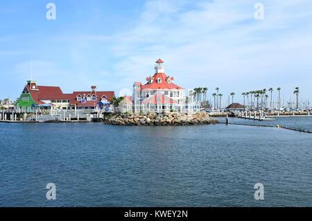 LONG BEACH, CA - le 21 février 2015: village du littoral au Rainbow Harbor. Village du littoral est une destination Banque D'Images