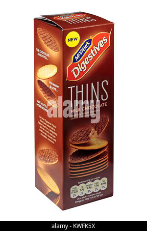 Une boîte de chocolat au lait McVities Biscuits digestifs amincit isolé sur fond blanc Banque D'Images