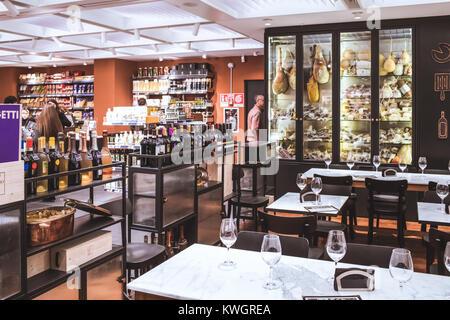 ROME, ITALIE - 30 décembre 2017: San Gregorio restaurant du sixième étage du nouveau centre commercial La Rinascente Banque D'Images