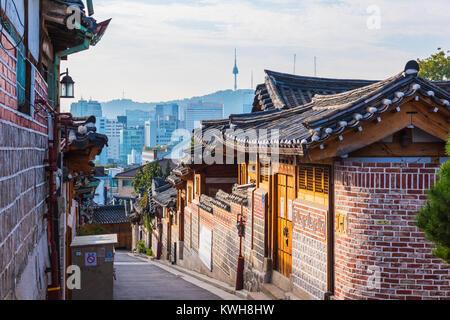 Le village de Bukchon Hanok de Sunrise à Séoul, Corée du Sud. Banque D'Images