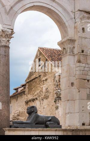 Sphinx, péristyle, le palais de Dioclétien, Split, Croatie Banque D'Images
