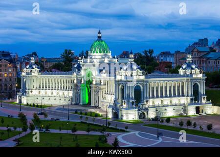 Le Palais de l'agriculture vue aérienne sur le remblai de Kazanka près du Kremlin, Kazan, Russie. Le Palais de l'agriculture est l'un des principaux lieux touristiques l