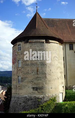 PORRENTRUY, SUISSE - CIRCA JUILLET 2015 Tour de vieux château Banque D'Images