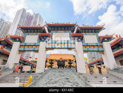 Avant de porte de temple de Wong Tai Sin à Hong Kong Banque D'Images