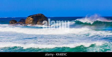 De grandes vagues à plage de Redgate près de Margaret River. Banque D'Images