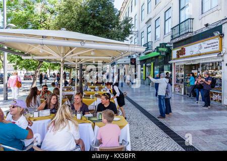 Portugal Lisbonne centre historique la place Rossio Praça Rossio Gelo Cafe restaurant café-table à manger en plein Banque D'Images