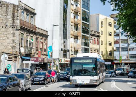 602409a7 ... Porto Portugal Rotunda da Boavista bus scène de rue au rond-point de la  circulation