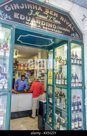 Portugal Lisbonne centre historique de Rossio Ginjinha Sem Rival Ginja spécialité locale de liqueurs boissons traditionnelles Banque D'Images