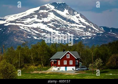 Une typique ferme côtière dans la zone Gjemnes, sur la côte nord-ouest de la Norvège, près de Kristiansund. Ainsi Banque D'Images
