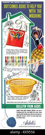 1960 La publicité pour Addis des pinces et panier de blanchisserie. Banque D'Images