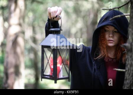 Witch est titulaire d'une sphère rituelle Banque D'Images