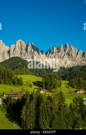 Gîte rural avant de Geislergruppe, Santa Maddalena, Villnößtal, Dolomites, Tyrol du Sud, Italie Banque D'Images