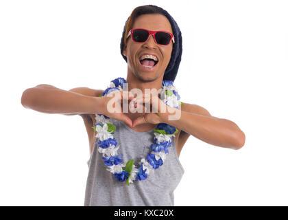 L'homme drôle fou est un mythe. Jeune homme noir porte des lunettes de soleil, chapeau et collier de fleurs. Habillé Banque D'Images