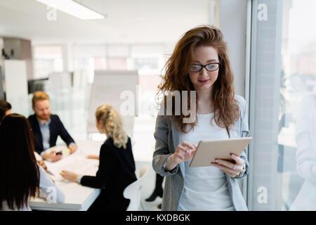 Portrait de jeune femme de l'architecte sur la réunion Banque D'Images