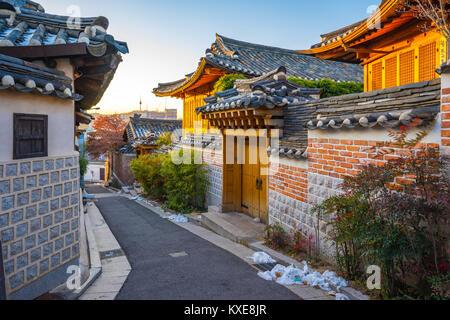 Seoul city skyline avec le village de Bukchon Hanok en Corée du Sud. Banque D'Images