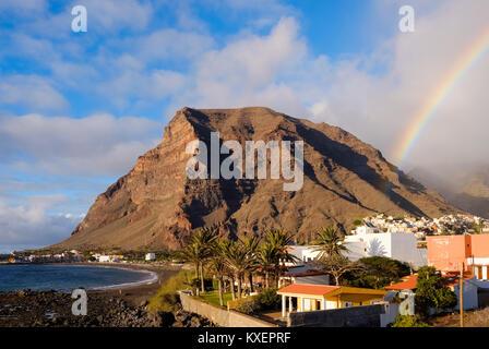 Mont La Merica avec rainbow,La Puntilla,Valle Gran Rey, La Gomera,Canaries, Espagne Banque D'Images