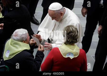 La cité du Vatican. 10 janvier, 2018. Pape Francis mène son audience générale hebdomadaire traditionnel en salle Paul VI. Credit: Giuseppe Ciccia/Alamy Live News